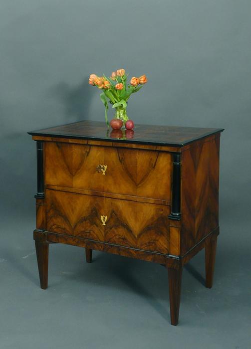 biedermeierm bel kommoden antiquit ten am alten hof m nchen. Black Bedroom Furniture Sets. Home Design Ideas