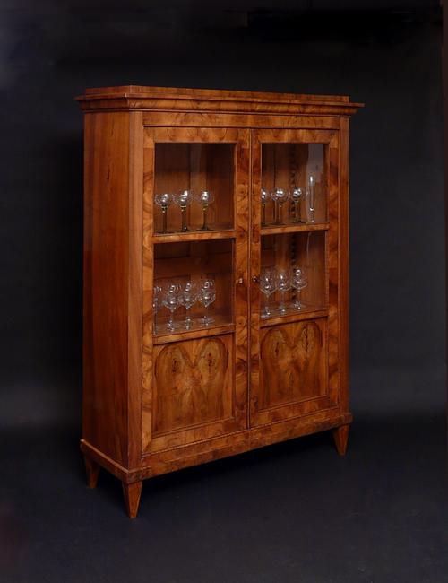 biedermeierm bel konsolen vitrinen antiquit ten am alten hof m nchen. Black Bedroom Furniture Sets. Home Design Ideas