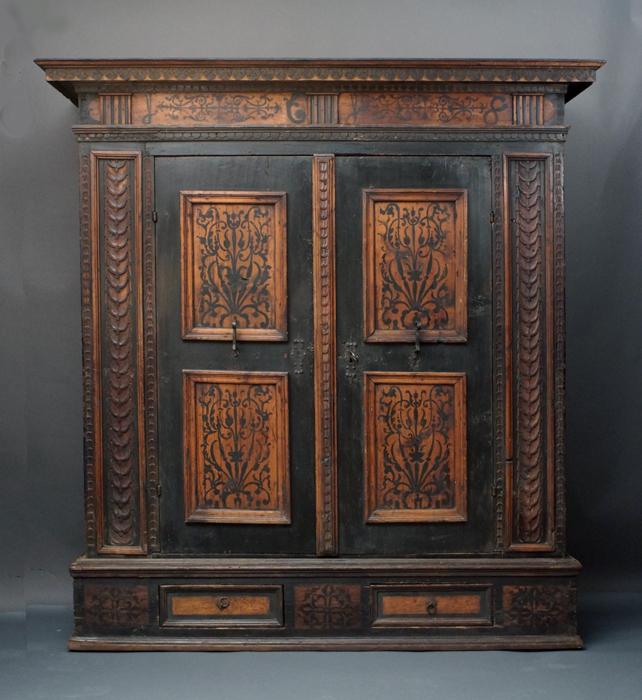 Antiquitäten am Alten Hof München - Möbel aus 3 Jahrhunderten